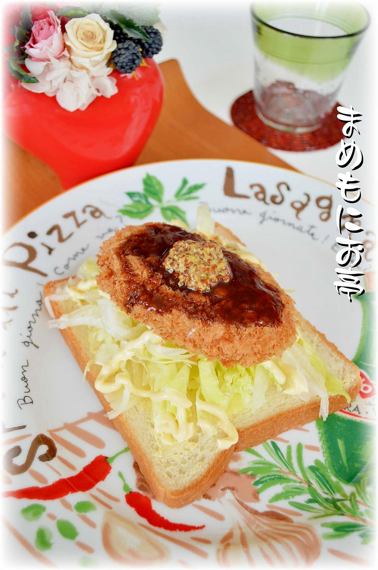 お惣菜リメイク!レタスシャキシャキ☆コロッケパン