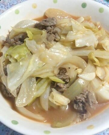 牛肉とキャベツのニンニクケチャップ煮
