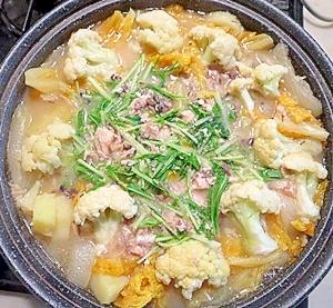 タジン鍋で作る!野菜たっぷり鯖缶のクリームシチュー