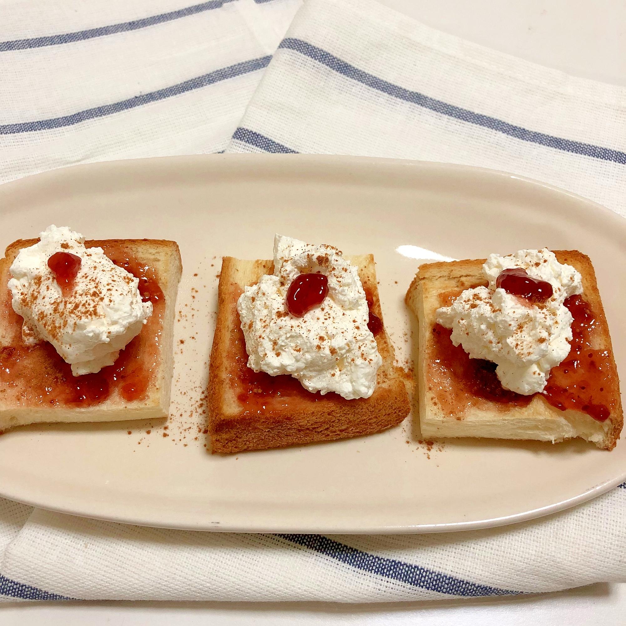 4. いちごジャム&クリームチーズパン