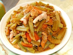 旬の山菜を使って!ふきの炒め煮で大量消費♪
