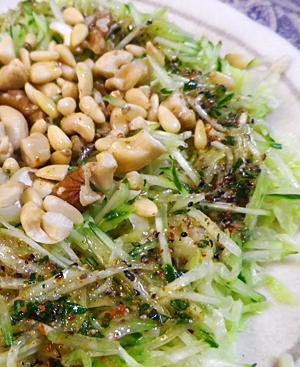 キャベツときゅうりのエスニックナッツサラダ