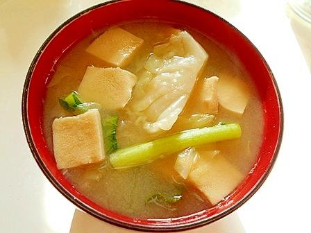 きゃべつとかぶの葉と高野豆腐の味噌汁