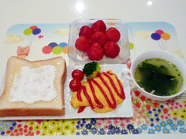 ヨーグルトトーストとオムレツのモーニングプレート♪