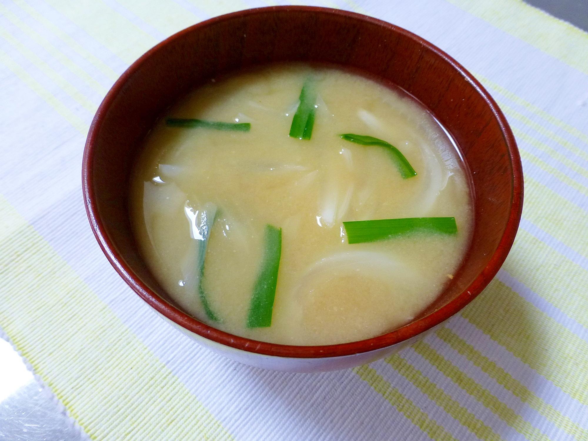 玉葱とニラのコク旨味噌汁