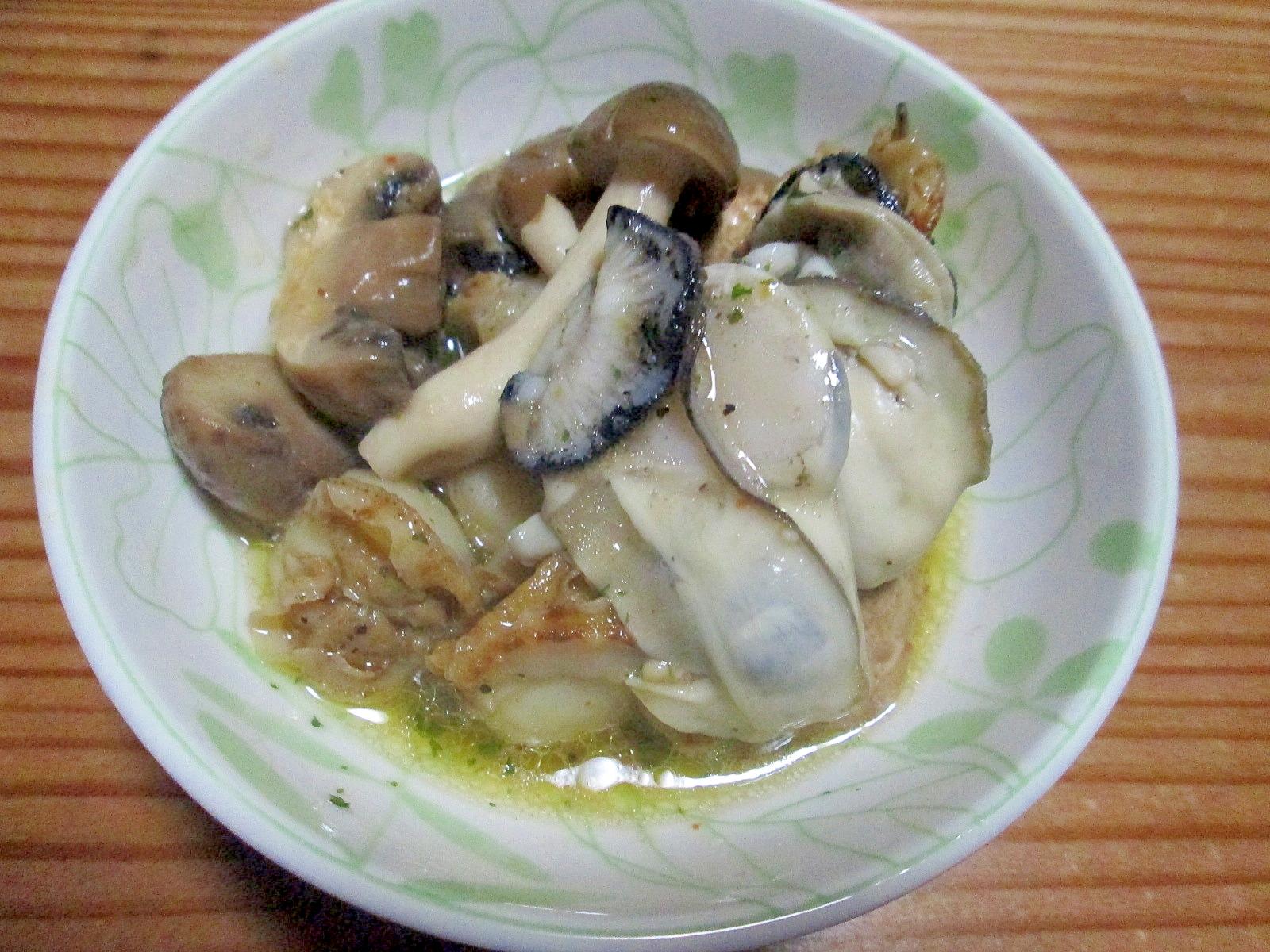 牡蠣とホタテとキノコのアヒージョ