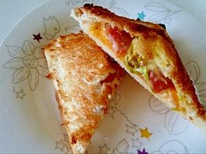 トースターでホットサンドレタス*ベーコン*チーズ