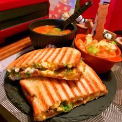 納豆と卵サラダのホッと和風サンド