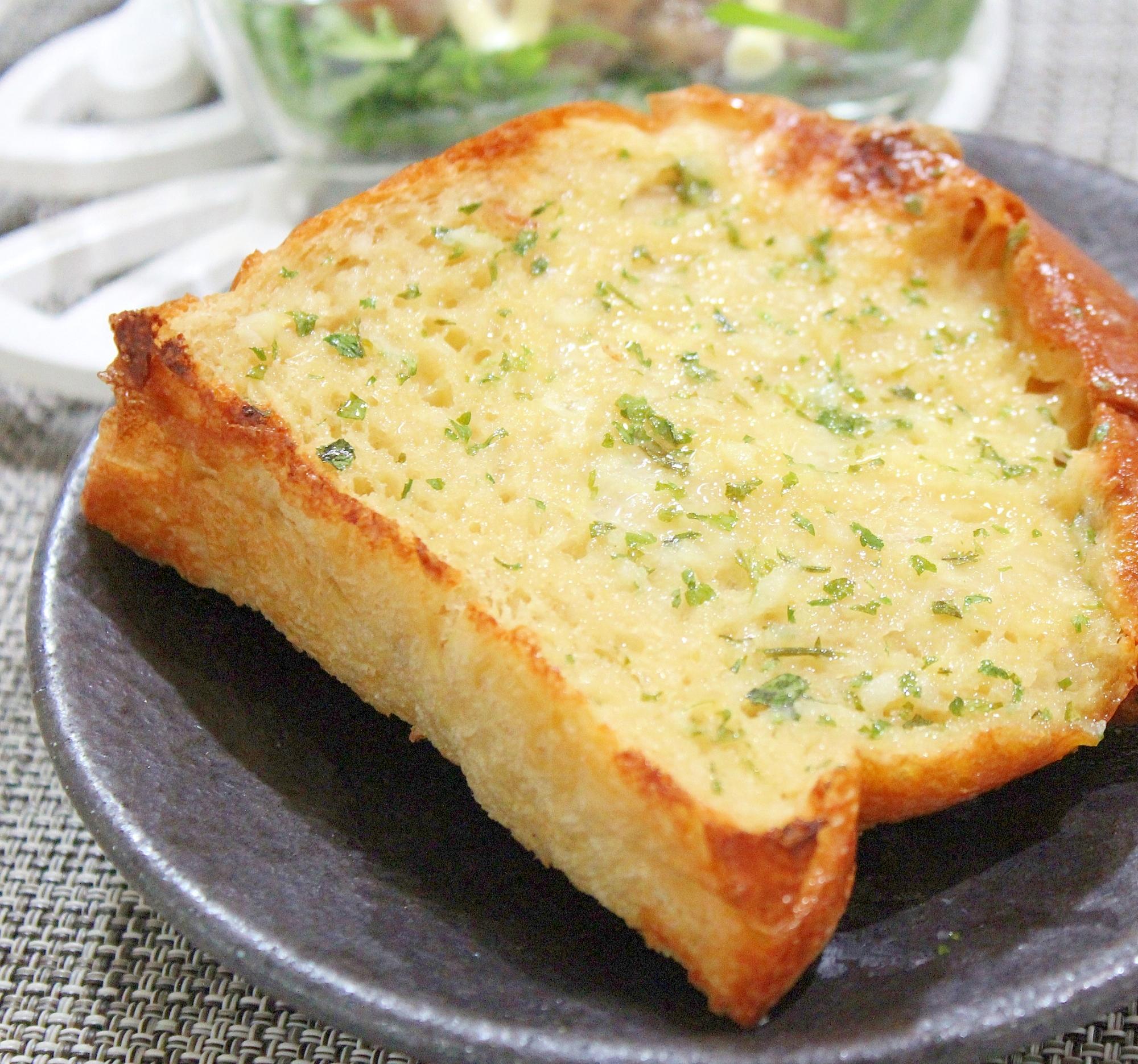 脂肪分70%オフ♪塩ガーリックバター★トースト