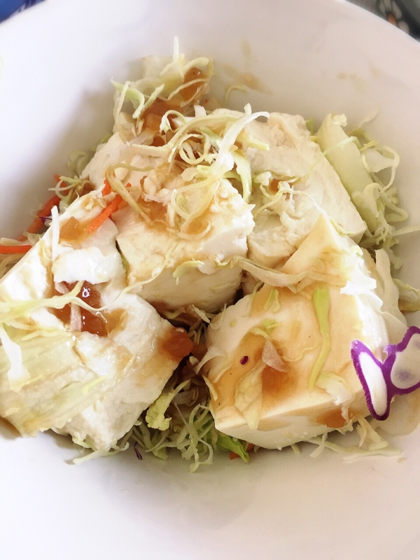 豆腐と千切りキャベツの簡単サラダ