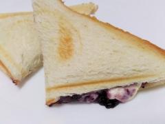 おやつに☆ブルーベリークリームチーズホットサンド