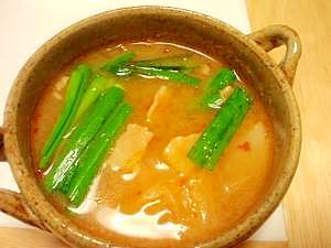 韓国風のピリ辛豚汁