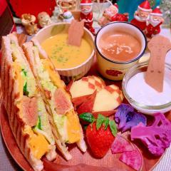 緑野菜もたっぷりの明太子オムチーズホットサンド