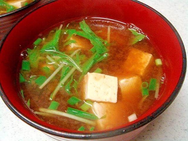 水菜と豆腐の赤だし