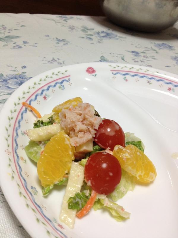カニ缶入りフルーツサラダ