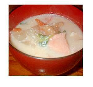鮭と白味噌バージョンの粕汁