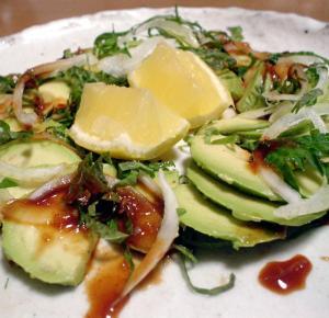 アボカドのピリ辛サラダ