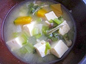 小松菜の茎でお味噌汁