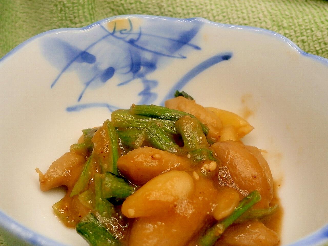1. ゆで落花生と小松菜の味噌煮