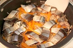 秋の美覚さんまの炊き込みご飯