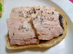 蒸し豚の黒ごま和トースト
