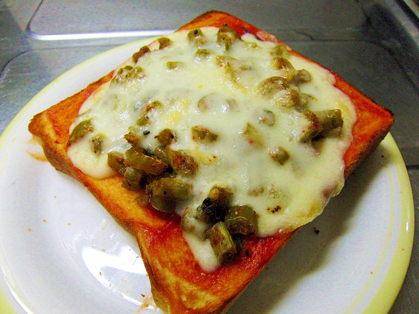 大根葉の炒め物で簡単ピザトースト