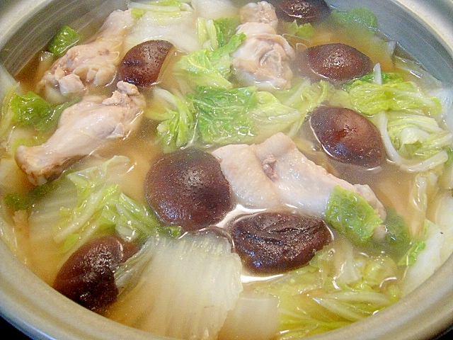 鶏手羽元と白菜しいたけのシンプル鍋 レシピ・作り方