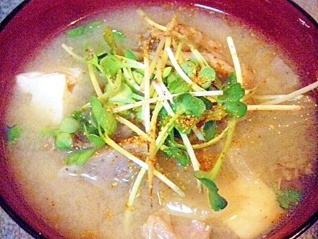 牛肉&蒟蒻&牛蒡&しめじ&豆腐&玉葱のお味噌汁