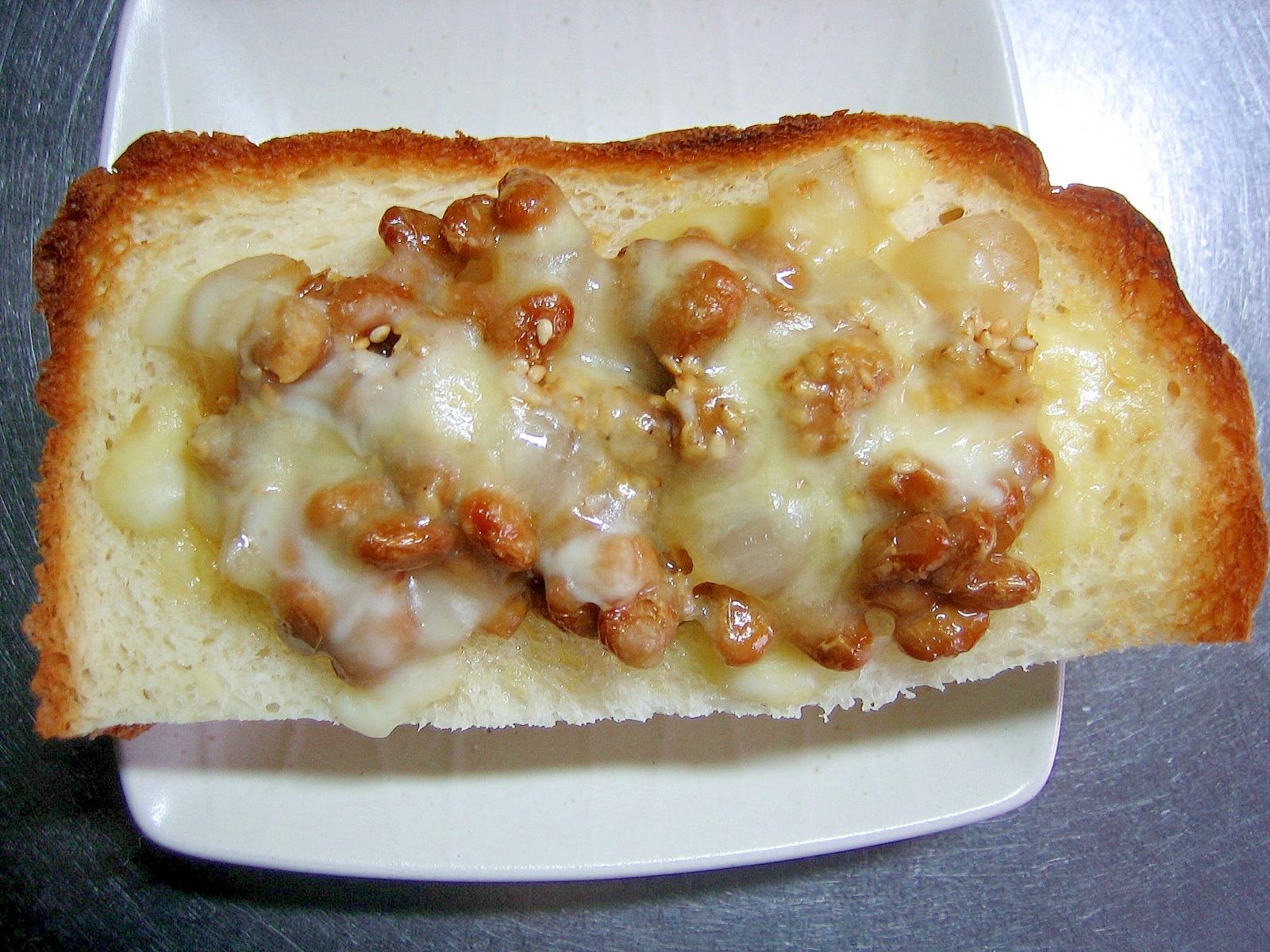 らっきょう&納豆のゴマ乗せチーズトースト