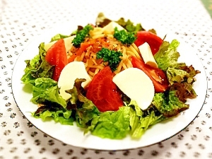 夏のランチ!トマトとモッツァレラチーズの冷製パスタ