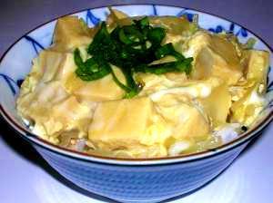 ヘルシー、低カロリーでおいしい!こうや豆腐の卵丼