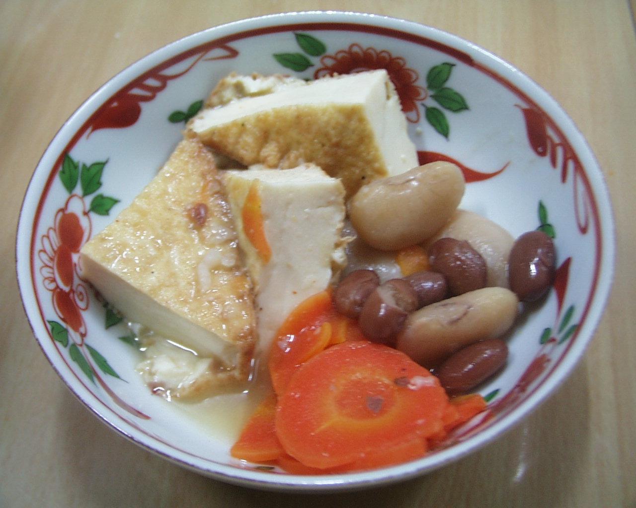白花豆、金時豆、厚揚げ、にんじんの添え物