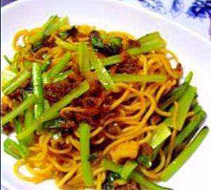 小松菜とミンチのソバ焼き
