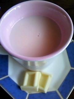 ホワイトチョコ入り☆イチゴ牛乳