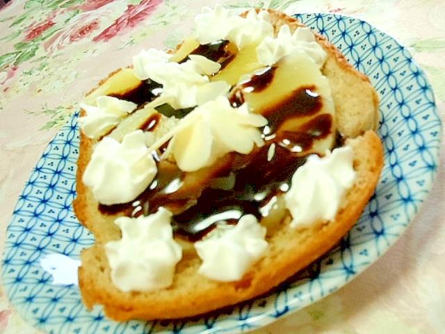 お八つ系パイナップルとチョコソースの食パン