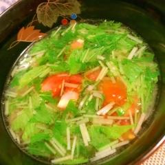 豚しゃぶ茹で汁で水菜とトマトと玉ねぎのお味噌汁
