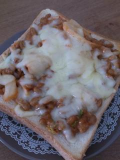 乳酸菌たっぷり!納豆キムチチーズトースト