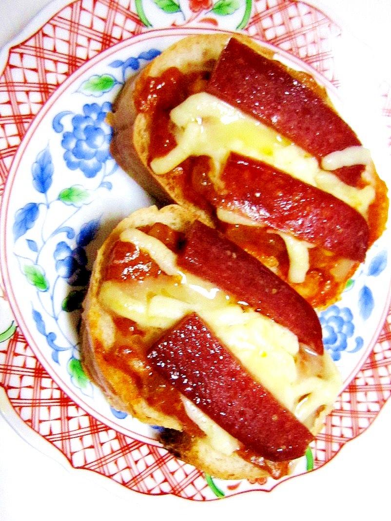 ずぼら飯(~_~;)フランスパンで一口ピザトースト