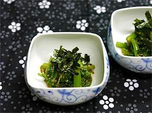 苦手な春菊(菊菜)も食べやすく、ピリ辛黄身和え