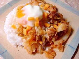 キャベツのミートソース卵丼
