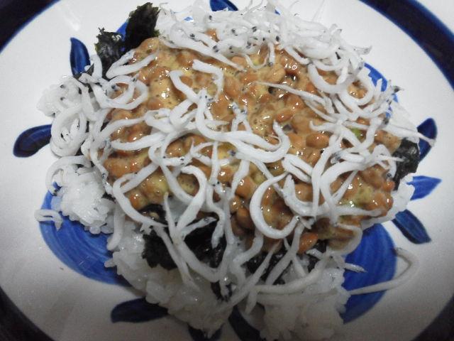 納豆海苔しらす丼