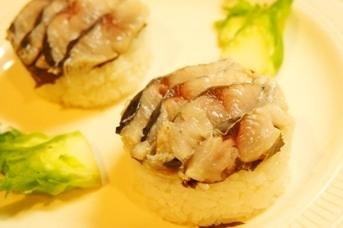 口いっぱいに春広がる、〆鰆の桜寿司