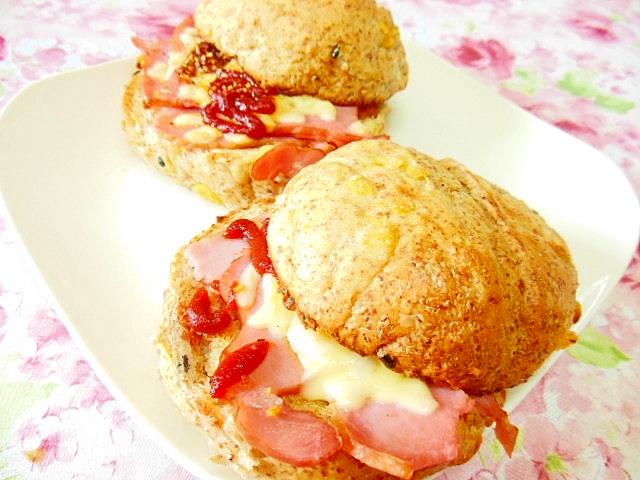 3・雑穀ごパンで作るベーコンとカルボのホットサンド