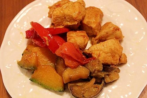 夏野菜と鶏むね肉のカレー粉炒め