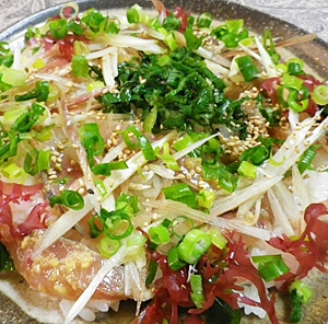 アジ刺身で簡単薬味寿司