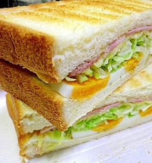 高級ハムはパン上クックでほっこり幸せトーストサンド