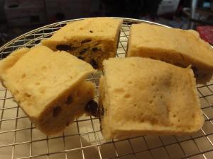 ルクエ☆スチームケースで☆シナモンレーズン蒸しパン