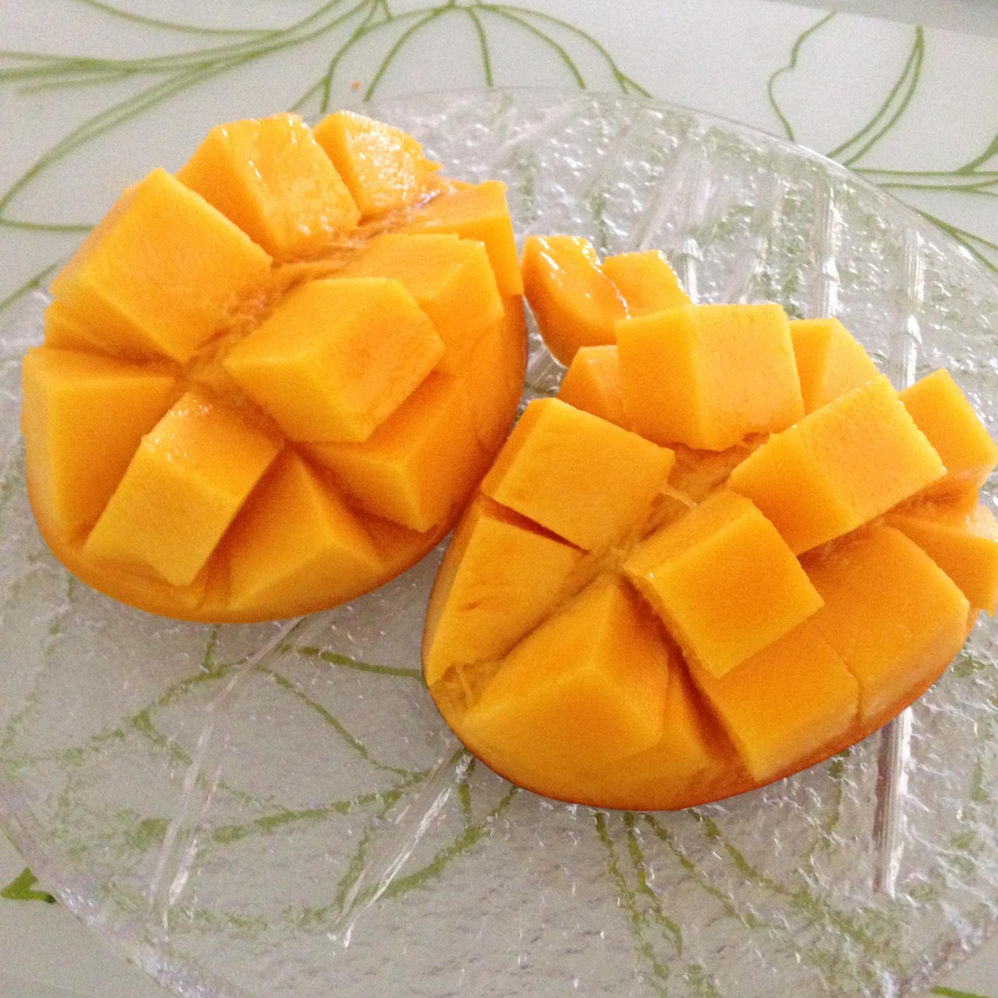 大きめのマンゴーは、憧れの花咲カットに!