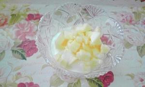 簡単でおいしい、シャキシャキのりんごヨーグルト♪