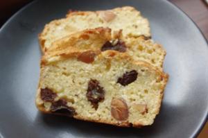 ラムレーズン&アーモンドのおからケーキ
